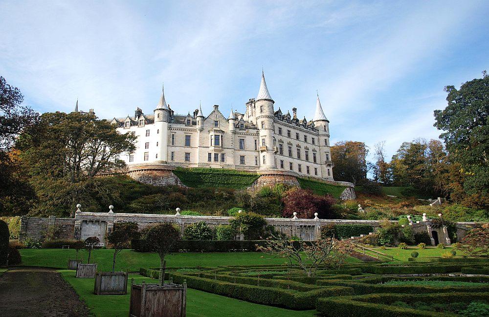 Das Dunrobin Castle liegt im Norden von Schottland und wurde im  prachtvollen Versaille-Stil angelegt 52a96311ba7d5